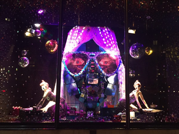 Harvey_Nichols_Christmas_Windows_PR_Marketing_LR_Gift_Face_2015