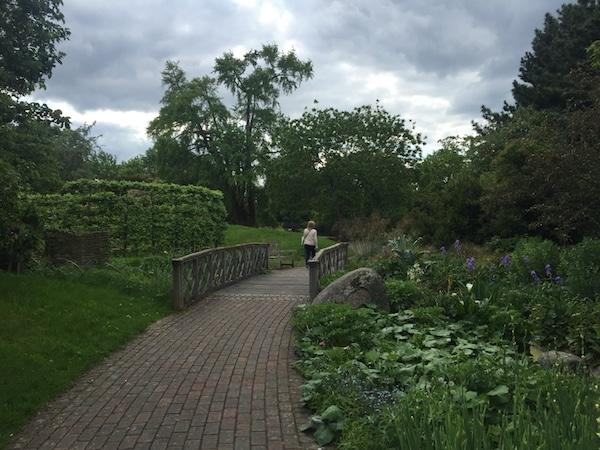 Claire_Etchell_NakedPRGirl_Kew_Gardens_London14