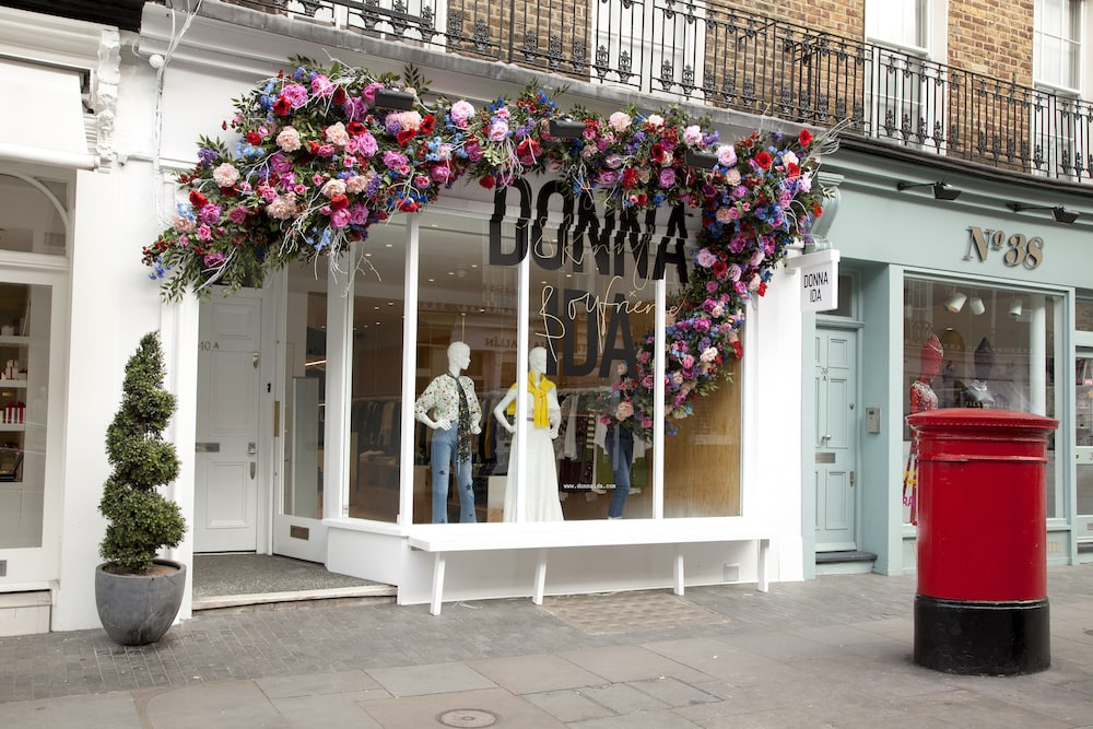 Web DONNA IDA Belgravia Floral Window 2018 IMG_2185 LR copy